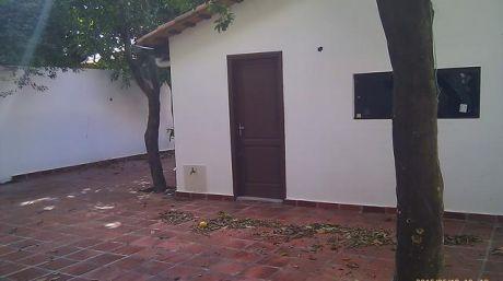 Amplio Terreno  En Barrio Jara.  De 460 M2 Con Dos Casas A Refaccionar