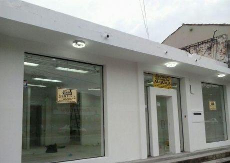 Un Salon Con Oficina Sobre Eusebio Ayala Casi Morquio