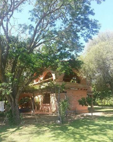 Casaquinta De 2 Plantas,  Enel Cortijo Ypacarai, 2.616m2 De Area, Totalmente Amurallado Perimetral, 2 Dormitorios En Planta Alta, 2 BaÑos,
