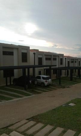 Hermosa Casa En Barrio Cerrado  Boulevard Jardines