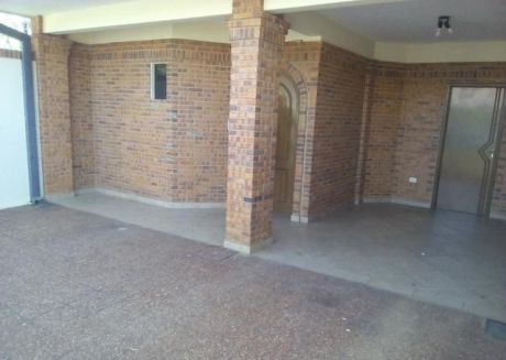 Alquilo Hermoso Y Amplio Duplex, Zona Senadis.