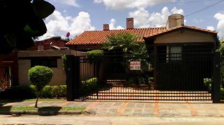 Alquilo Hermosa Casa Con Piscina En Mburucuya