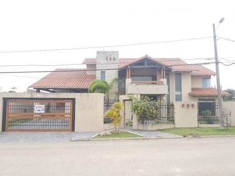 !bella Casa De 4 Habitaciones En Villa Bonita!