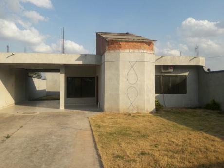 Casa En Alquiler De 3 Dormitorios Zona Camino Monte Cristo.