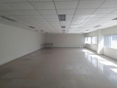 Oficina En Alquiler En Equipetrol Moderno Y Exclusivo Edificio