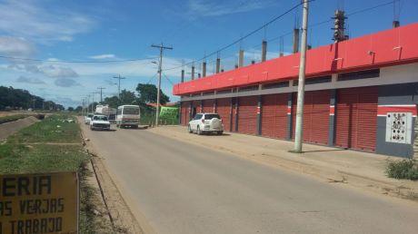Negocio Y Vivienda Casa Con Tiendas Comerciales  En Esquina Y Sobre Avenida