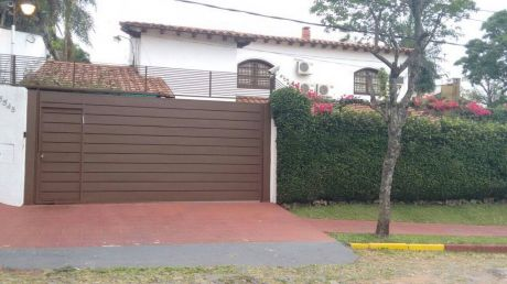 Vendo Casa En Los Laureles.