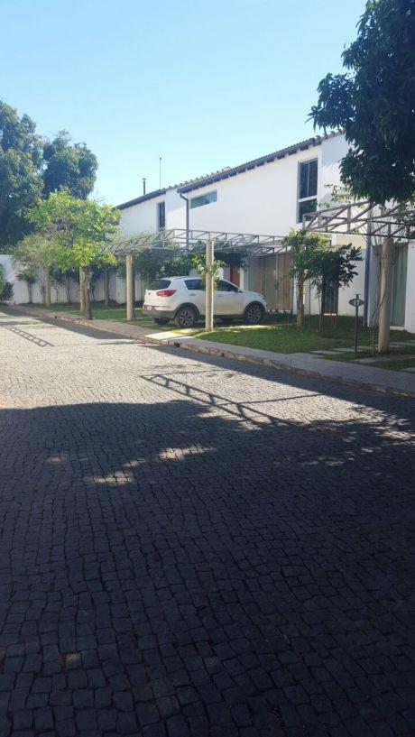 Alquilo Casa En Barrio Cerrado Zona Aeropuerto