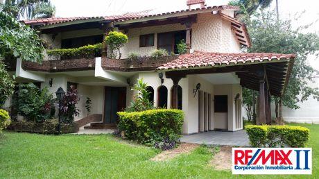Casa En Venta En Doble Vía La Guardia Santa Cruz De La Sierra $us 285,000
