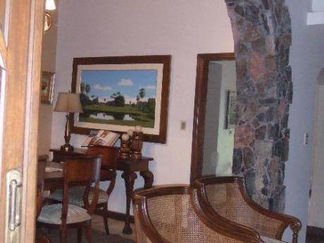 Hermosa Residencia En Mcal. Estigarribia