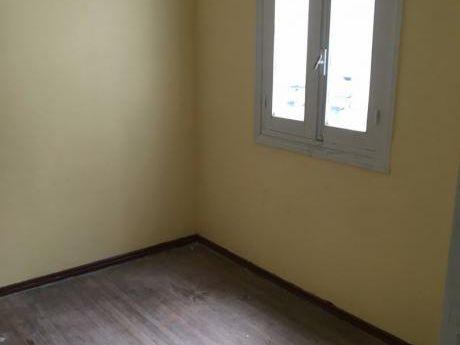 Apartamento Alquiler La Comercial 2 Dormitorios Luminoso