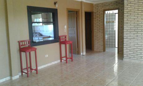 Alquilo Departamento De Dos Dormitorios, Zona Medicos Del Chaco Y E. Ayala
