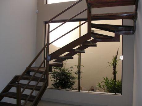 Casa En Barrio Jara. Vivienda.
