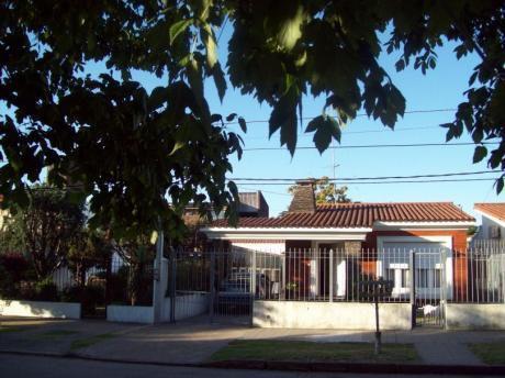Amplia , Iluminada, Muy Buen Punto En Colón.