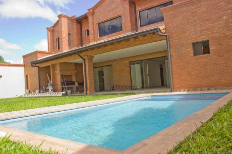 Fina Residencia En Villa Aurelia