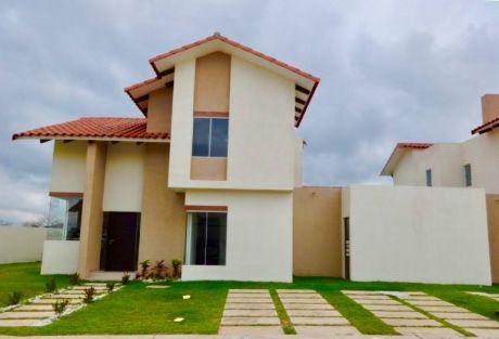 Hermosa Casa En Condominio De Dos Plantas A Estrenar ( Urubo )