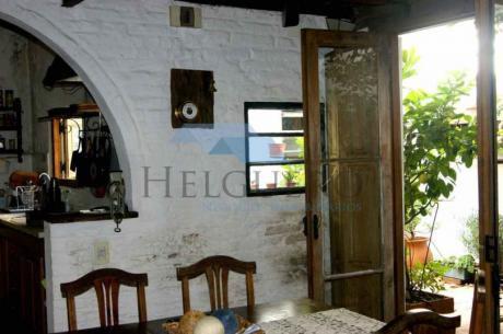 Casa De 160m2 Más De 4 Ambientes, 2 Baños, Patio Con Parrillero Y Horno De Pan