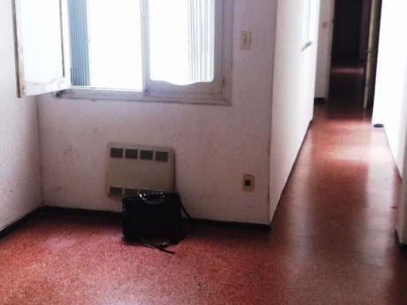 Apartamento 2 Dormitorios Por Rivera Entre Paullier Y Acevedo Díaz