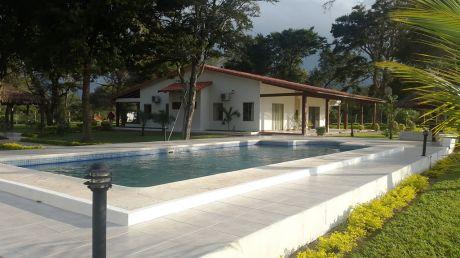 Hermosa Quinta A 2 Km De La Plaza De Cotoca