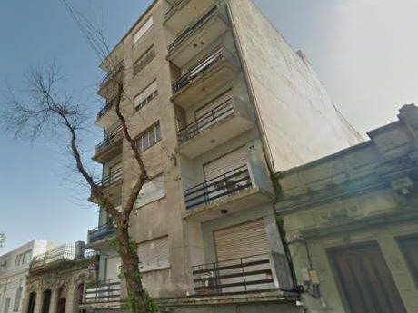 Parque Rodo. 2 Dor. 65m2. Piso 1 Al Frente. Terraza. Azotea. Gc Bajos.