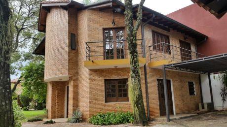 Alquilo Casa En Bo Cerrado En Mcal Estigarribia - Villa Morra.