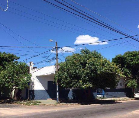 Vendo Casa En Barrio Obrero, En Esquina.
