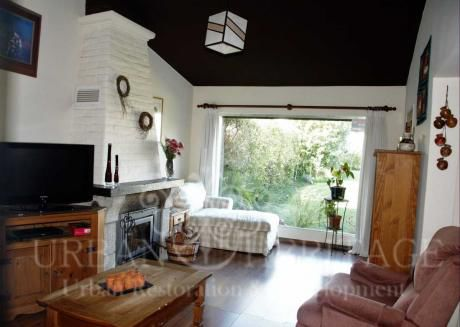 Carrasco Beautiful 3 Bdrm Home With Ample Garden