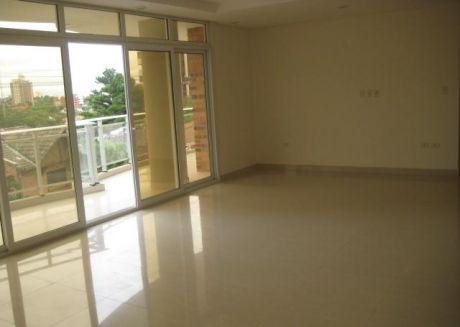 Amplio Departamento, 3 Dormitorios, Piscina, Seguridad Las 24 Hrs. Cod: Ad056