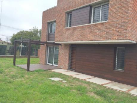 Casa A Estrenar 4 Dormitorios  Carrasco Norte