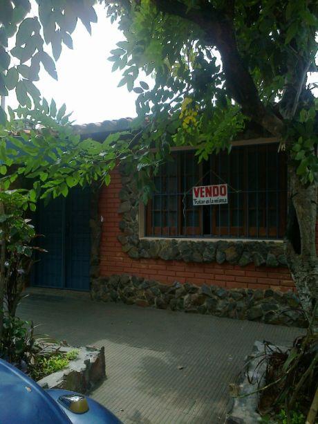 Hermosa Residencia En B° San Vicente - Asuncion