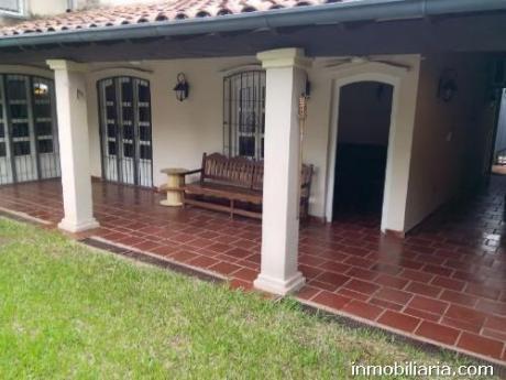 Hermosa Casa Con Piscina En Asuncion Capital