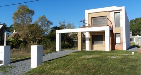 Casa A Estrenar Frente Al Mar En Playa Grande, Piriapolis