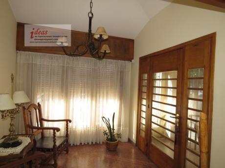 Excepcional Casa Céntrica En Las Piedras, 3 Dormitorios, 3 Baños, Barbacoa,