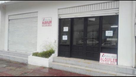 En El Paseo De Los Novios Alquilo Hermoso Y Amplio Local, Zona Altamente Comercial Y Exclusiva, Ubicado En La Av. Busch Entre 1ro. Y 2do. Anillo.