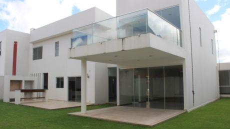 Hermosa Casa A Estrenar En Condominio Zona Norte