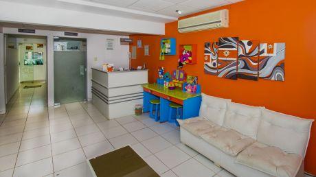Hermosa Clinica Dental Con Casa