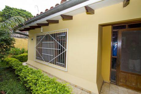 Casa Amplia Zona Hipermaxi La Pampa