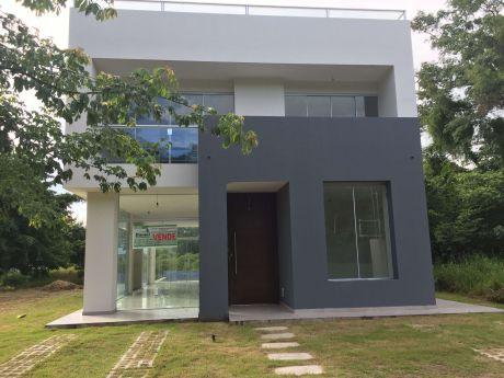 Hermosa Casa En Laguna Azul