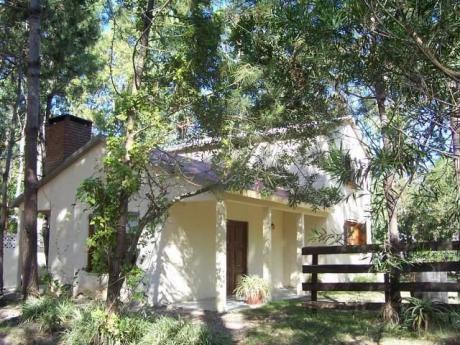 Yael - Casa Arbolada Con Fondo Y Jardin.