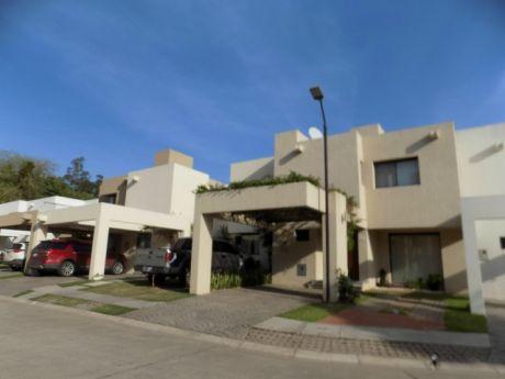 Casa En Alquiler Av. Banzer 7mo Anillo