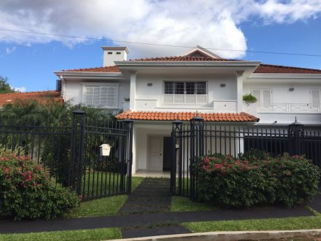 Residencia Super Lujo Zona Centenario