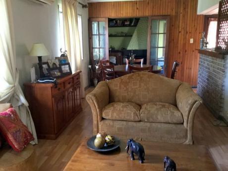 Casa Carrasco Sobre Av. Italia.3 Dormitorios