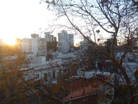 Excelente Zona, Buenos Servicios Y Locomoción, G.c 2200