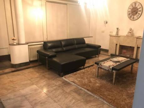 Hermosa Y Amplia Casa Con Barbacoa Y Garaje En Barrio Pocitos