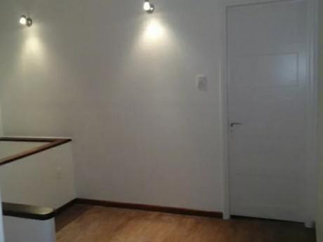 Pocitos. Casa En Altos. 3 Dor. 100mts2. Ideal Oficinas. 2 Baños. Terraza.