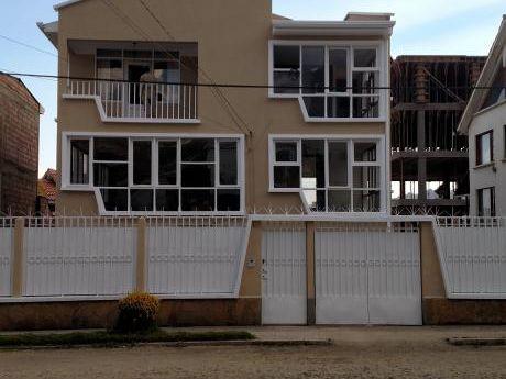 Casa En Achumani De Cuatro Dormitorios
