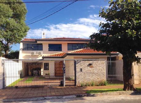 Alquilo Amplia Casa - Barrio Herrera - Municipalidad De AsunciÓn