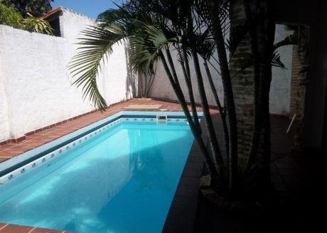 Casa Residencial De 2 Plantas Zona Universidad Catolica