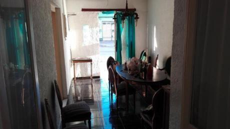 Casa De 2 Dormitorios En Ph Sobre Calle, Próxima A Avenidas!