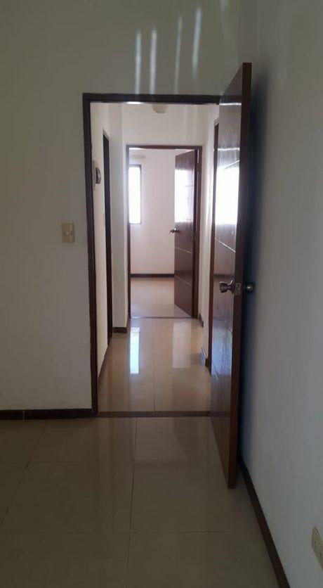 Casa En Alquiler De 3 Dormitorios Zona Oeste Avenida PiraÍ 5to Anillo.